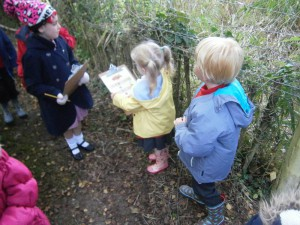 Ellie and Jack are looking for things you might find in Autumn.